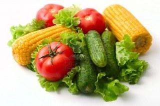 3909317-ortaggi-pomodori-cetrioli-e-mais-vivid-un-39-alimentazione-sana-studio-di-illuminazione