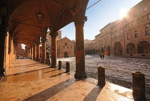 RTEmagicC_Bologna_2_Portici_PiazzaSantoStefano_ok.jpg