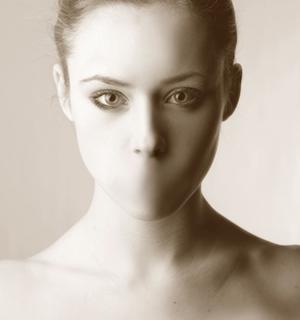 270957389_foto-violenza_donne