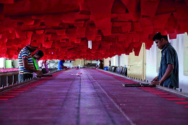 640px-India_textile_fashion_industry_workers