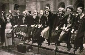 women_graduates_waving