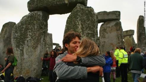 130612113924-midsummer-stonehenge-kiss-horizontal-gallery