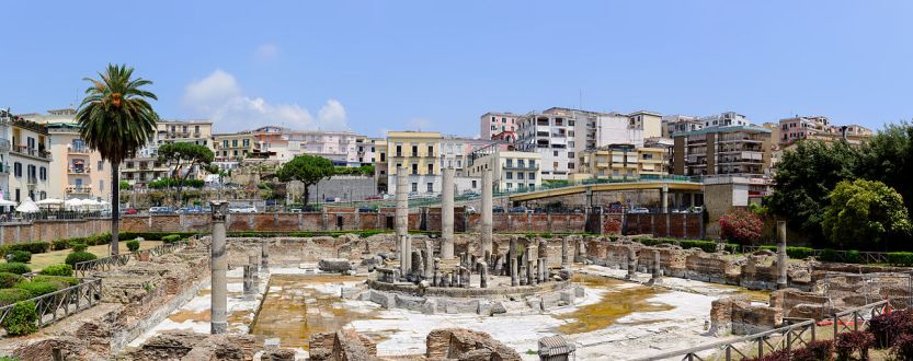 1280px-Ancient_Roman_market_place_and_Serapis_temple_panorama_-_Pozzuoli_-_Campania_-_Italy_-_July_11th_2013